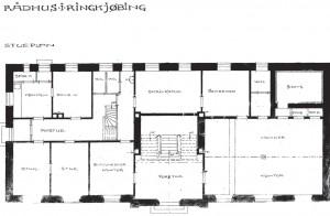 Plan af stueetagen efter ombygningen i 1919-20. Der er siden foretaget enkelte mindre ændringer.