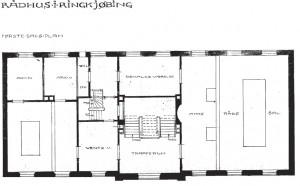 Plan af overetagen efter ombygningen i 1919-20. Det ubenævnte rum er byrådssalen.